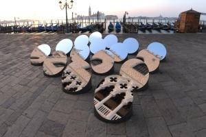 Інсталяція в Венеції пропонує подивитися на місто по-іншому