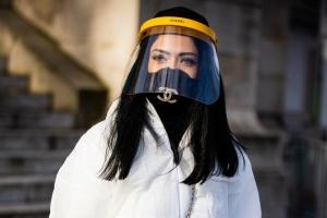 Боротьба з коронавірусом: Chanel також шитиме захисні засоби