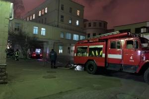 В Шевченковском районе Киева горела больница: эвакуировали 13 пациентов