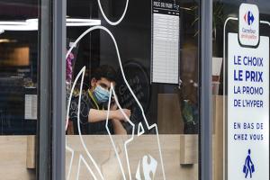 У французьких містах вводять масковий режим на вулиці
