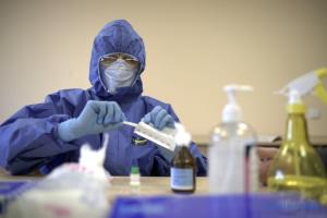 Coronavirus : 24 340 cas dénombrés, dont 328 en 24 heures