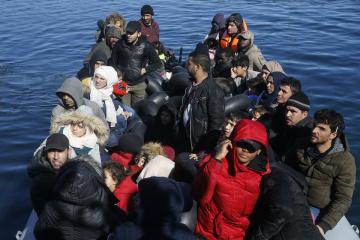 Іспанські рятувальники зняли з двох човнів більше 200 нелегальних мігрантів