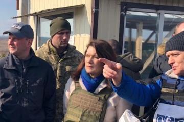 La ministra de Exteriores sueca visita el Donbás para ver las consecuencias de la agresión rusa