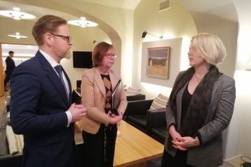 Ucrania y Finlandia discuten la cooperación de defensa para 2020