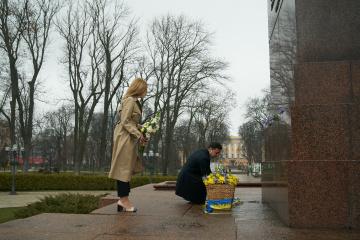 Präsident Selenskyj und First Lady Olena ehren Nationaldichter Taras Schewtschenko zum 206. Geburtstag