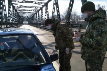 Ucrania suspende los vuelos con Italia y cierra 170 puntos de control en la frontera