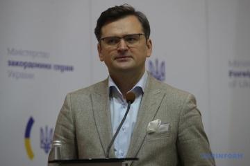 """Kuleba odpowiedział na artykuł Foreign Affairs o """"szczęśliwym"""" życiu na Krymie"""