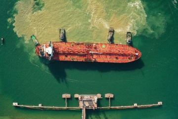 オデーサ州ターミナルにベラルーシ向けアゼルバイジャン産石油タンカー到着