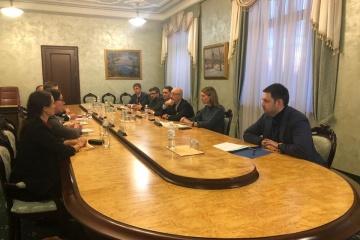 Ucrania mantendrá su frontera abierta para la ayuda humanitaria internacional