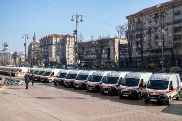 Mediziner von Kyjiw bekommen 39 neue Rettungswagen und zwei Expresslabors