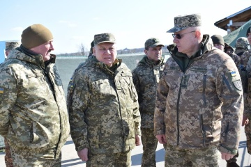 Defense minister, chief of General Staff visit flash points in Donbas