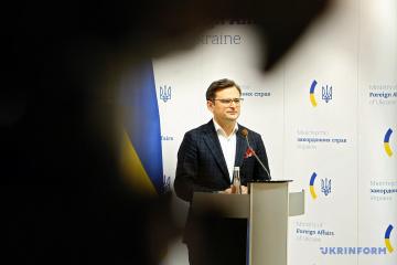 Kuleba y Pompeo discuten asociación estratégica entre Ucrania y EE.UU.