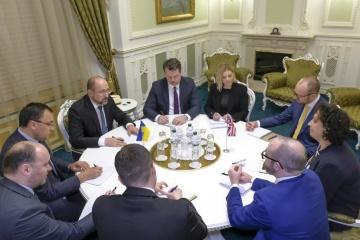 Shmygal trata con la embajadora británica sobre la pandemia del coronavirus