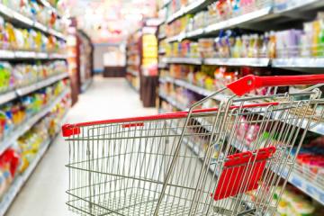 Борошно, гречка, картопля: супермаркети Києва зняли націнки на продукти першої необхідності