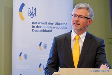 El embajador ucraniano reta al ex canciller alemán Schröder