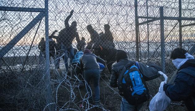 Рада Європи через коронавірус закликає звільнити мігрантів із місць утримання