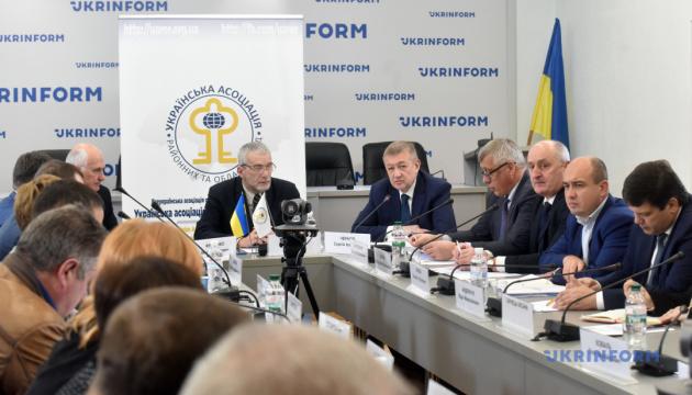 «О внесении изменений к Конституции относительно децентрализации». Обсуждение законопроекта
