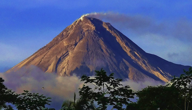 В Індонезії прокинувся вулкан Мерапі