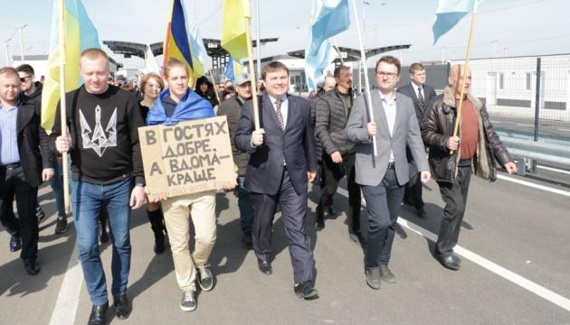 На адмінкордоні з Кримом вшанували учасників спротиву окупації РФ