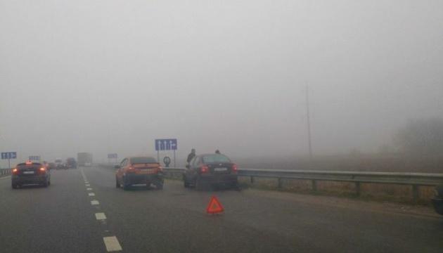 Під Києвом у ДТП потрапили понад 10 авто