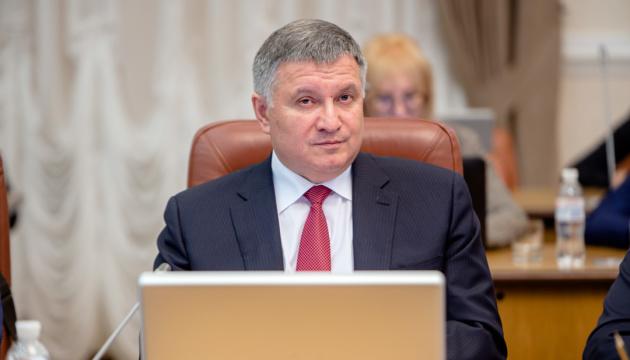 """Аваков сказав, що саме допоможе """"забити"""" аптеки дешевими антисептиками"""