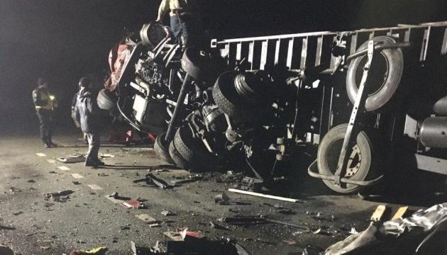 На Чернігівщині зіткнулися дві фури - водії загинули
