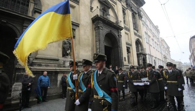リヴィウ市にて東部で戦死した軍人の告別式開催