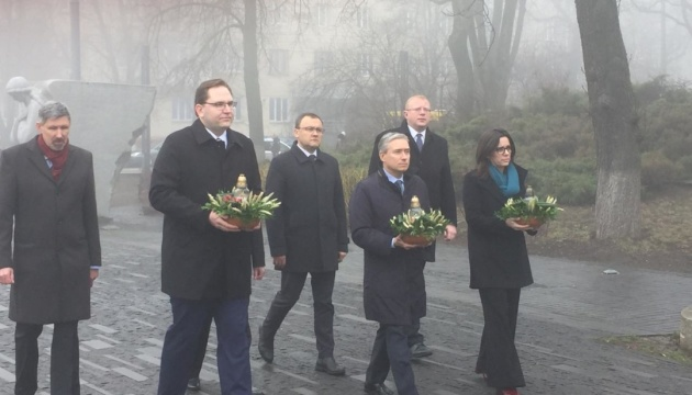 Foreign Minister of Canada commemorates Holodomor victims in Kyiv