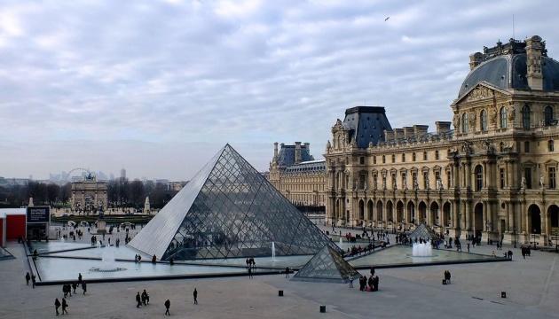 У Парижі знову запрацював Лувр