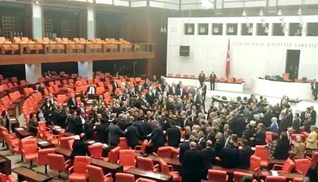 У парламенті Туреччини - бійка через сирійське питання