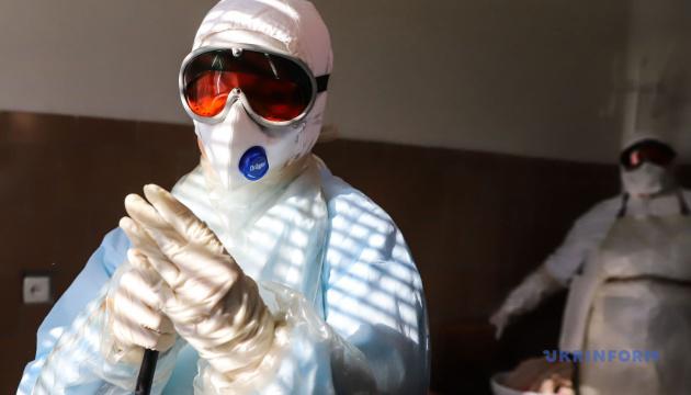 Уряд затвердив погодинну оплату медикам, які лікують пацієнтів з коронавірусом