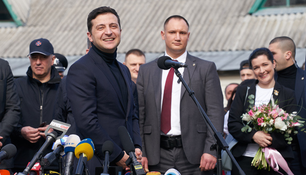 Zelensky urges Ukrainians to travel abroad less, develop domestic tourism