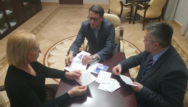 Сущенко попросив Денісову передати політв'язням листівки від студентів
