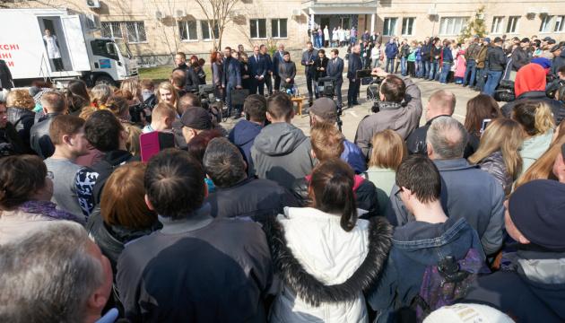 Украинцы больше всего доверяют армии, волонтерам и церкви