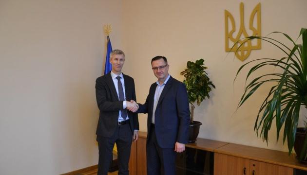 ウーマンシキー財務相、IMFと今後の協力につき協議
