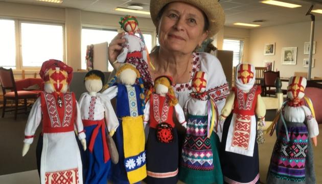 Українська майстриня з Норвегії взяла участь в міжнародній виставці авторських ляльок в Києві