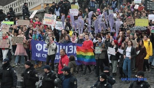 Іноземні дипломати взяли участь у Марші за права жінок у Києві