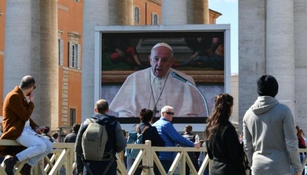 Папа Римський вперше провів недільну службу в режимі відеотрансляції