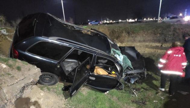 На Миколаївщині Volvo перекинувся у бліндаж, загинула дівчина
