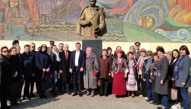 В Узбекистані відзначили 206-річчя від дня народження Шевченка