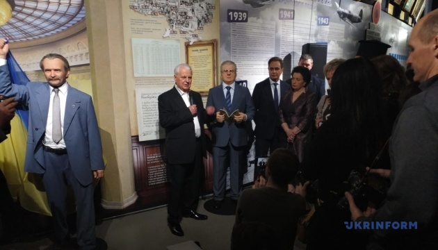 У київському музеї з'явилася силіконова копія Кравчука