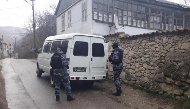 Обыски в Крыму: ФСБ задержала пятерых крымских татар