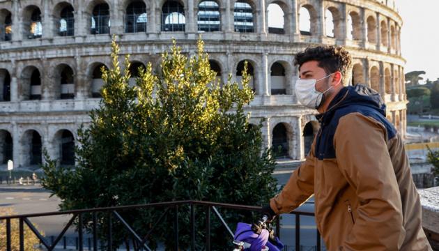 Італія вакцинувала від COVID-19 половину дорослого населення