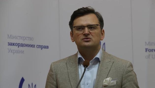 Kuleba a exhorté l'UE à déconnecter la Russie du système SWIFT