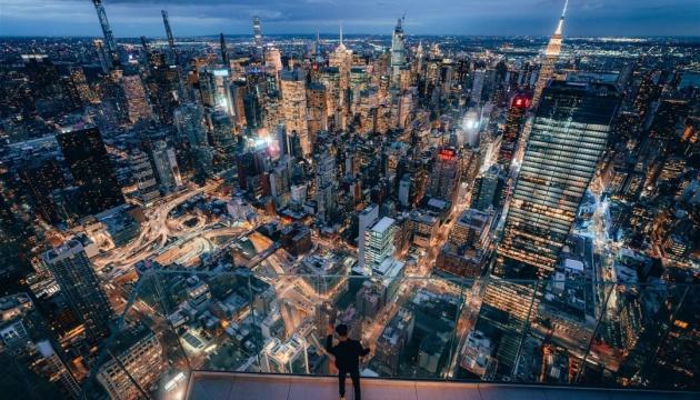 У Нью-Йорку туристи можуть полоскотати собі нерви на новому оглядовому майданчику