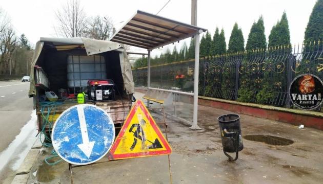 У Львові дезінфікують зупинки громадського транспорту