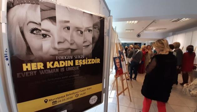 На фотовиставці в Анталії представили видатних жінок-іноземок, серед них українка