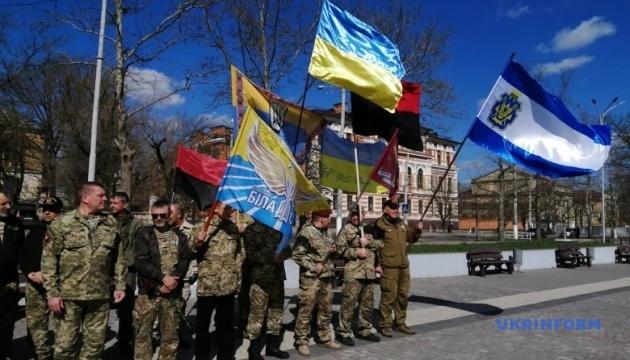 Хода та молебень: у Херсоні відзначили День добровольця