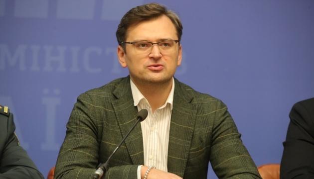 Kuleba y Kofod discuten los intentos de Rusia de aliviar las sanciones
