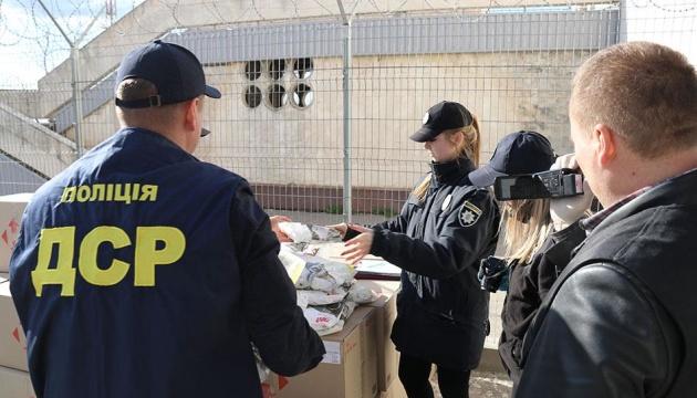 Поліція заблокувала вивезення за кордон респіраторів на мільйон гривень